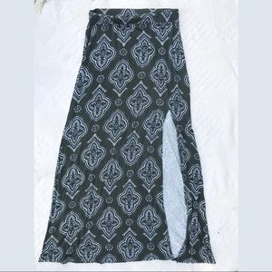 Green and white maxi skirt with slit